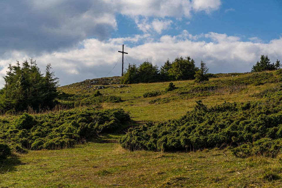 Crucea de fier de sub vârful Hășmașul Mare - Andrei Pahomi
