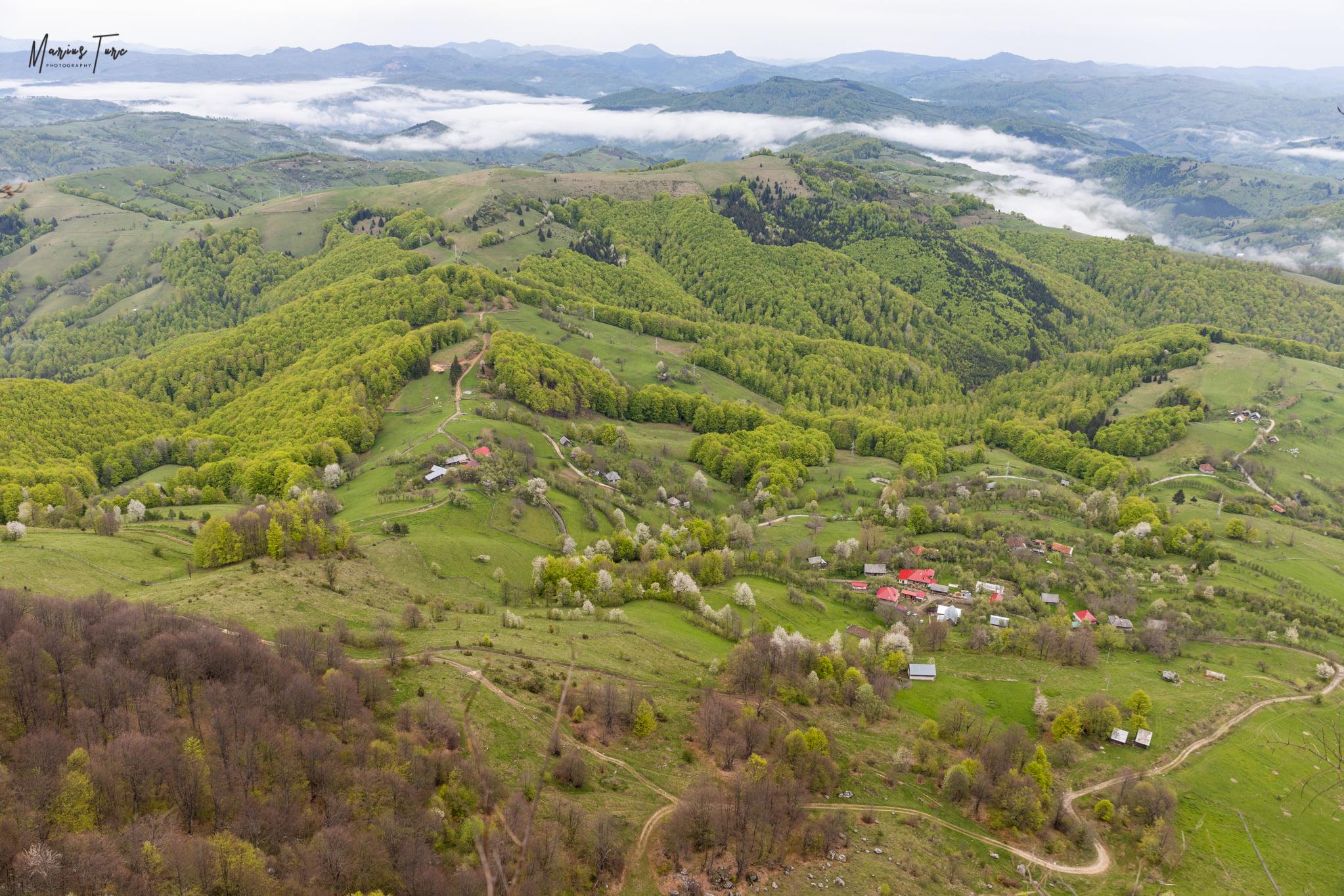 Belvedere spre cătunul Vâlcan și Țara Abrudului - Marius Turc