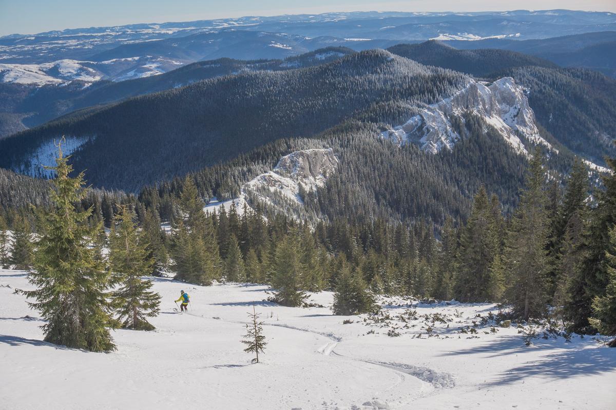 Pietrele-Albe-iarna - pe schi - Banda Rosie