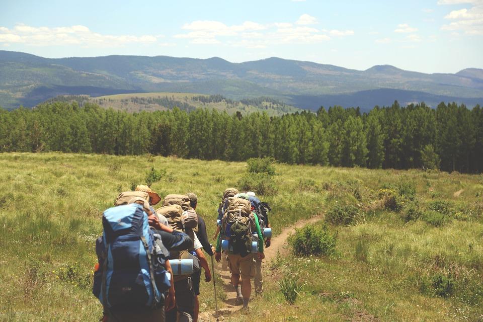 Hikers (c) Unplash