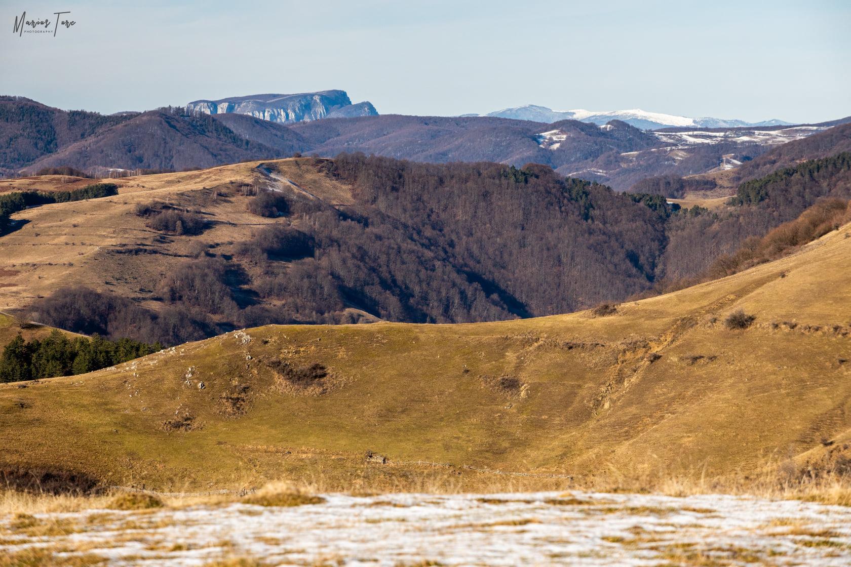vedere spre Muntele Vulcan si Muntele Gaina - Marius Turc