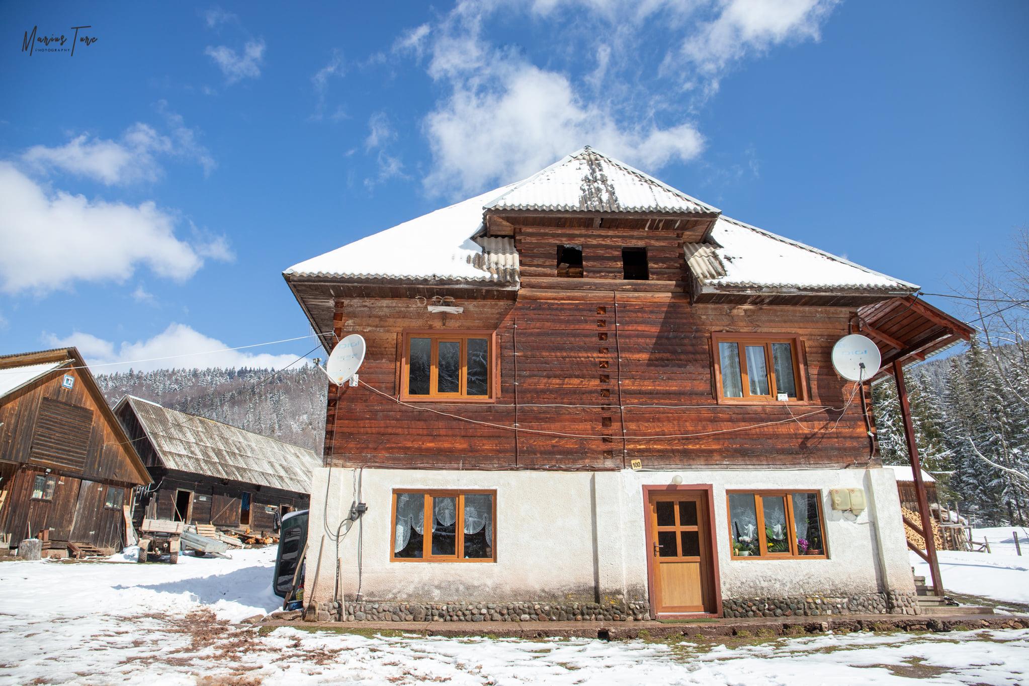 Casa familiei Gligor, catunul Casa de Piatra - Marius Turc