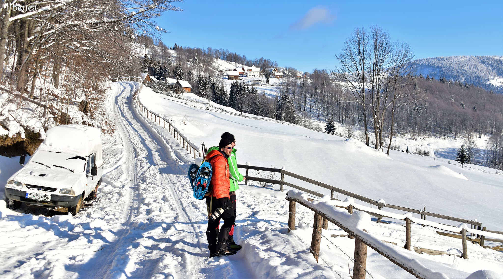Scurt popas pe drumul comunal - Ioan Benea Jurca
