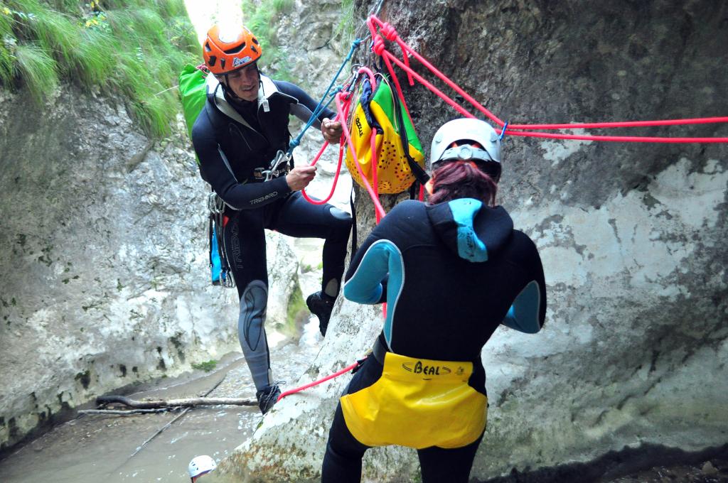 Echipare canyoning Baile Romane Cetea - Aventura și Socializare