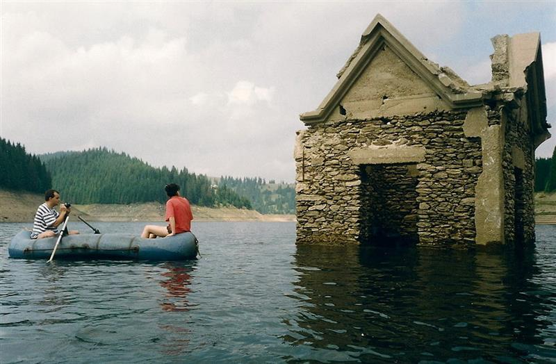 Biserica-lac-belis-fantanele-Colt de Rai