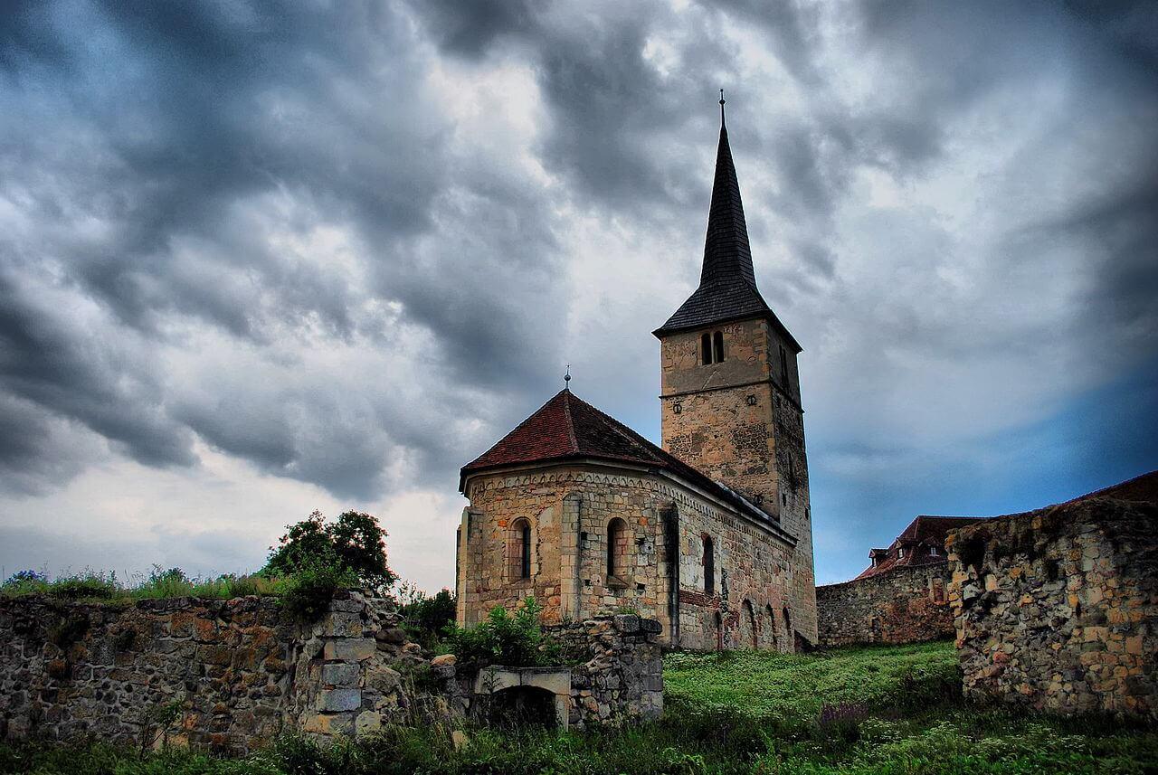 Biserica fortificată din Cricău - Wikimedia Commons