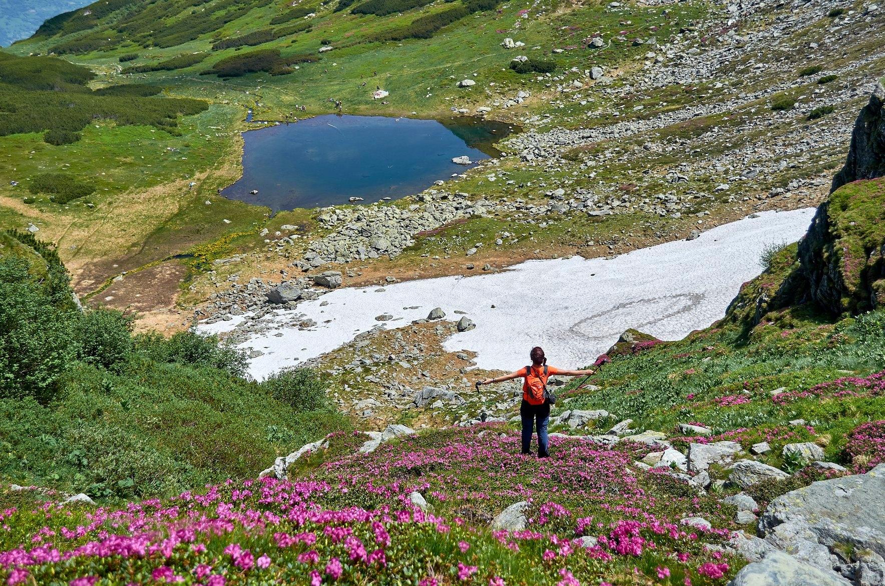 Caldarea Pietrosului si Lacul Iezer - Robert Dogaru