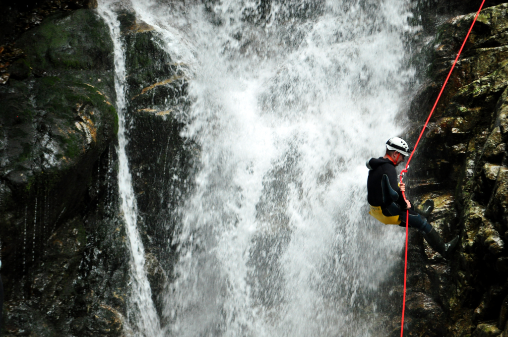 Canyoning în rapel Valea Marii - Aventura și Socializare