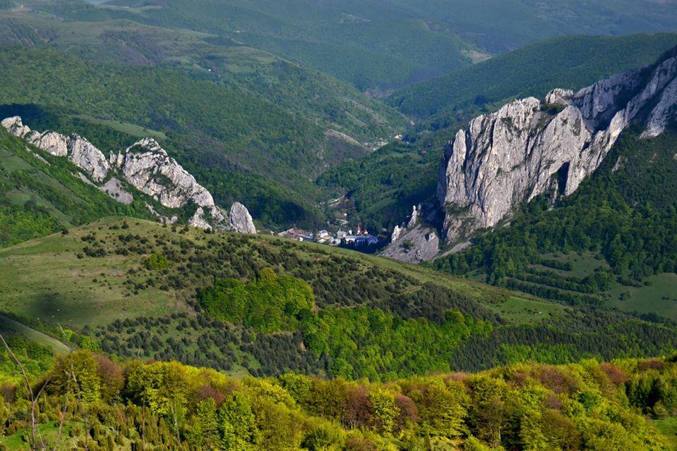 Cheia Mănăstirii si Manastirea Ramet - Morar Daniel