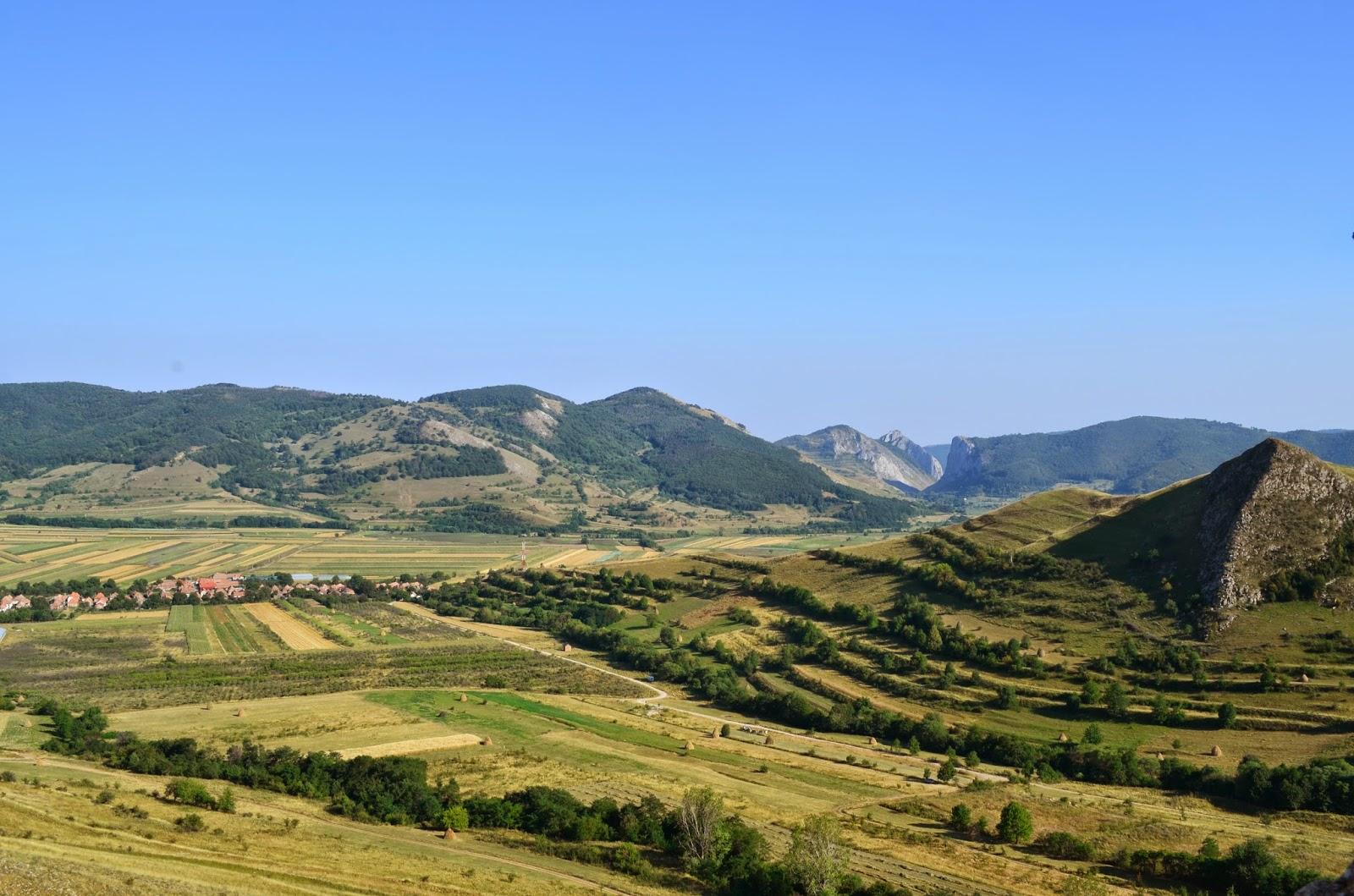 Cheile Aiudului vazute din cetatea Coltesti - Amazing Romania
