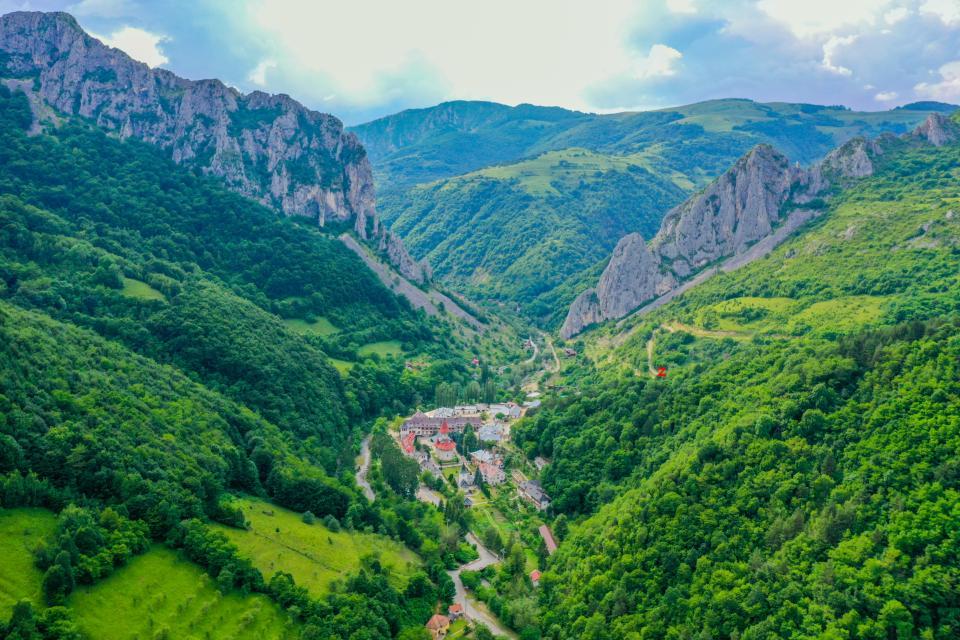 Cheile Manastirii si Manastirea Ramet - Ziarul Unirea