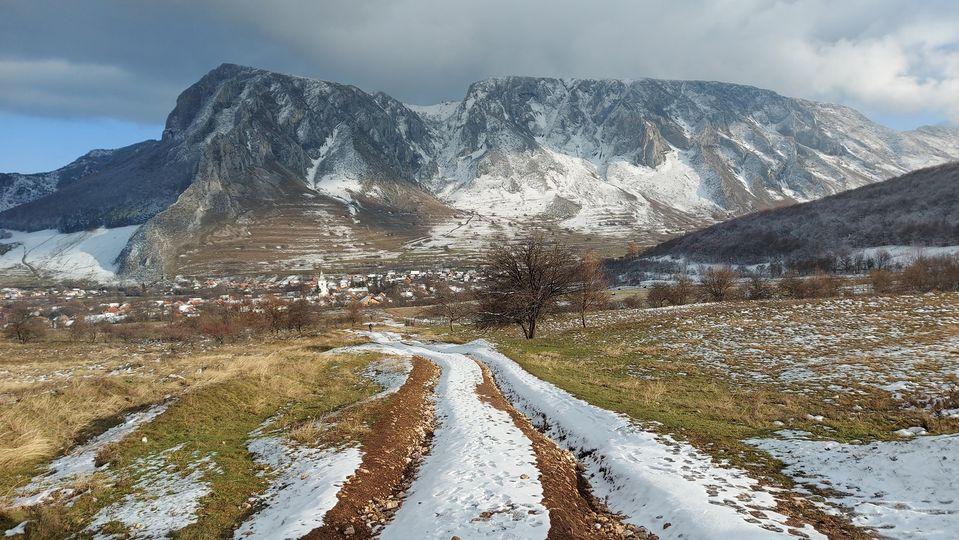 Început de iarna la Piatra Secuiului - Manu Muntomanu