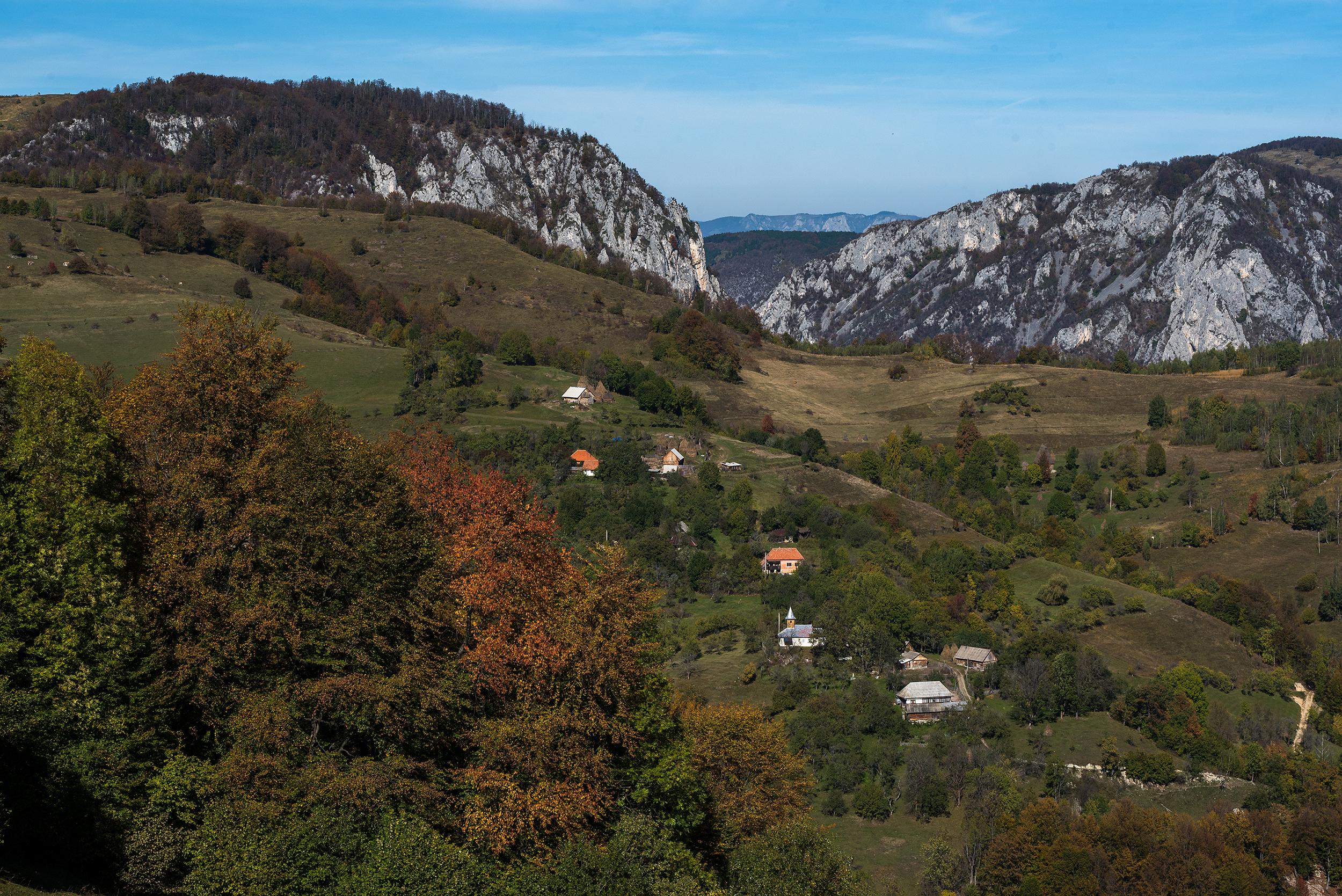 Cătunul Tecșești văzut dinspre Piatra Cetii