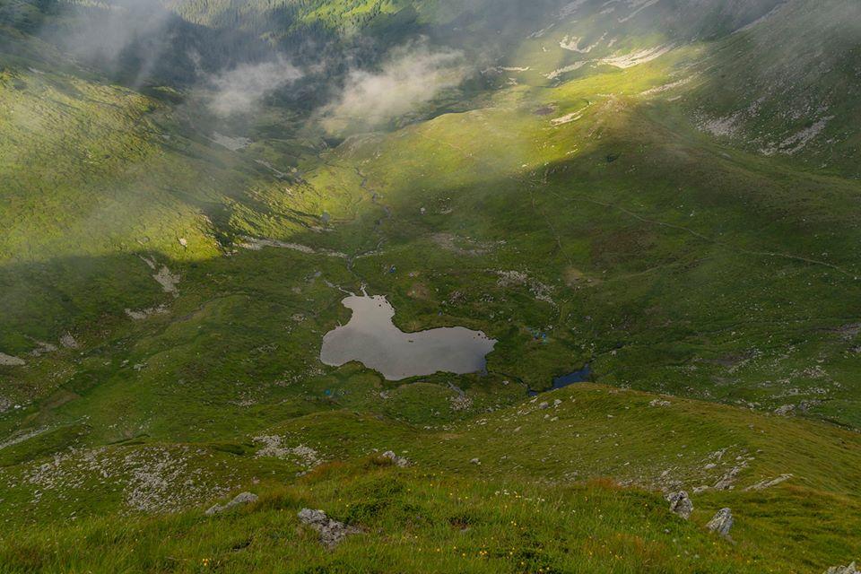 Lacul Lala Mica, vazut de pe Ineu - Andrei Pahomi - CalatoriileLuiAndrei