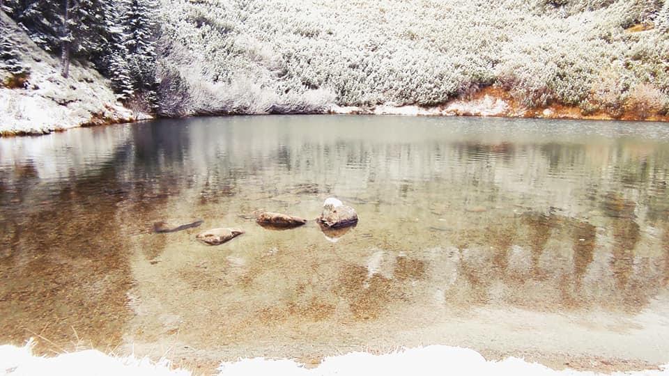 Luciul apei Iezerul Șureanu în simbioza cu iarna - Szabolcs Szikszay