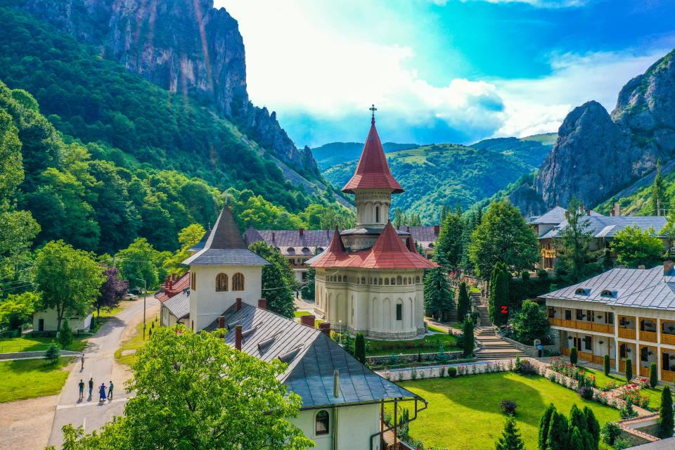 Mănăstirea Râmeț din Valea Mănăstirii - Ziarul Unirea