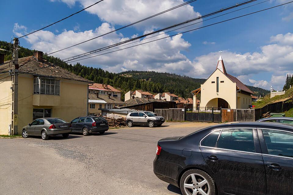 Parcare trasee BA și TR, spatele bisericii romano-catolice - Andrei Pahomi