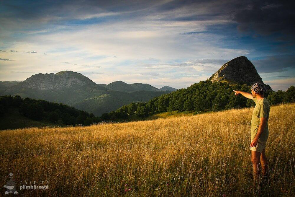 Piatra Bulzului și Piatra Cetii la apus  - Cârtița Plimbăreață