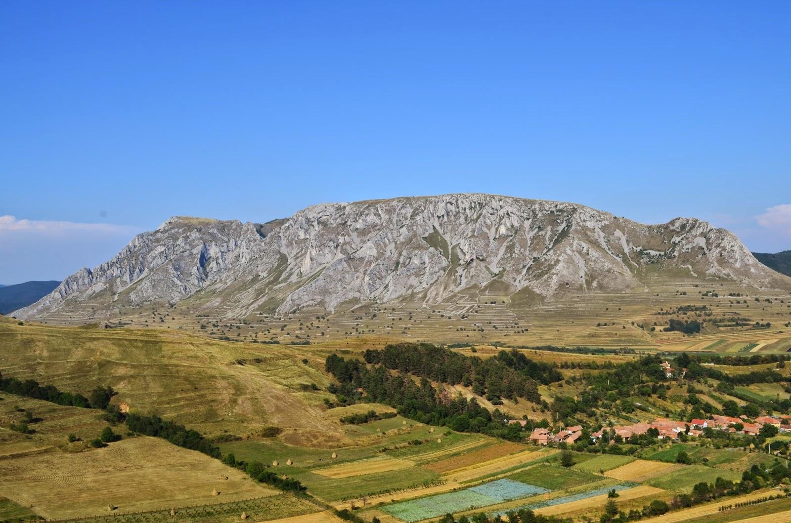 Piatra Secuiului, vazuta din Cetatea Coltesti - Amazing Romania