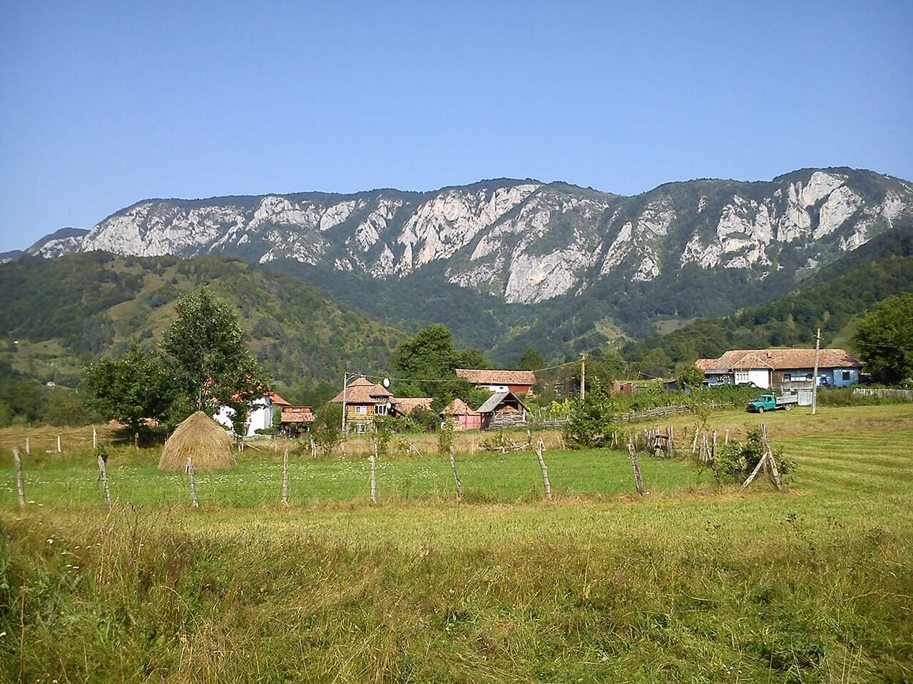 Din satul Salciua spre Bedeleu - Manu Muntomanu