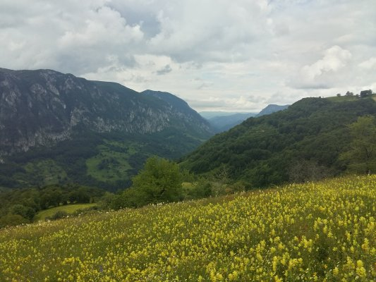 27 PA Valea Cernei si Muntii Meedinti din Muntii Cernei.jpg
