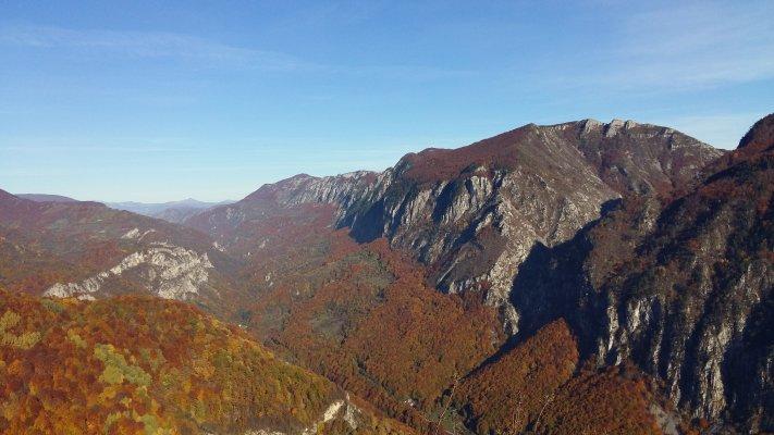 37 BR Valea Cernei din Poiana Cicilovete.jpg