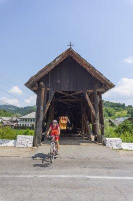4mb 23track podul cu acoperis de lemn din cosbuc