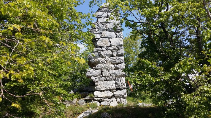 _14MN_img_29TG Ruinele fostului turn de veghe de pe granita Tarii Romanesti cu Imperiul Austro Ungar.jpg