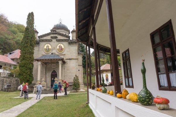 18mn img 06pr in curtea manastirii stanisoara 4