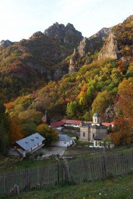 18mn img 06pr manastirea stanisoara vedere din poiana stanisoara 3