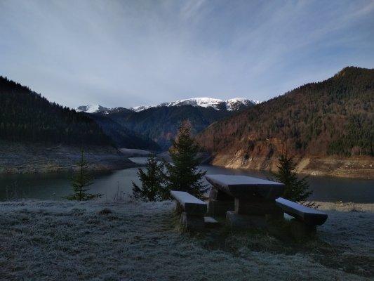 25mn img 21cr vedere de la baraj spre muntii tarcu 1