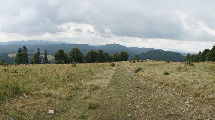 26mn img 01br panorama spre sud de pe creasta principala a carpatilor orientali