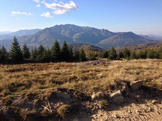 26mn img 25ca muntii ciucas vazuti de pe creasta dintre lacul maneciu si tabla butii 0