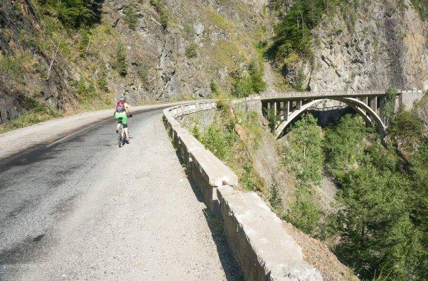 3mb urcand cu bicicleta pe transfagarasan spre barajul vidraru - 41 res
