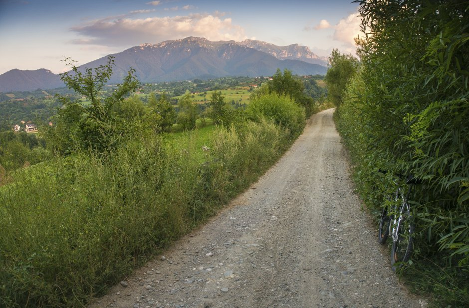 3MB Pe-frumoase-drumeaguri-din-Sohodol-cu-privelisti-spre-abruptul-vestic-al-Bucegiului-34