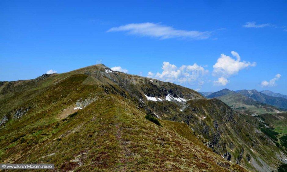 75 muntii-rodnei spre-varful-gargalau