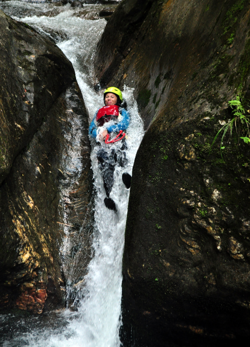 Canyoning Porumbacu - Aventura si Socializare