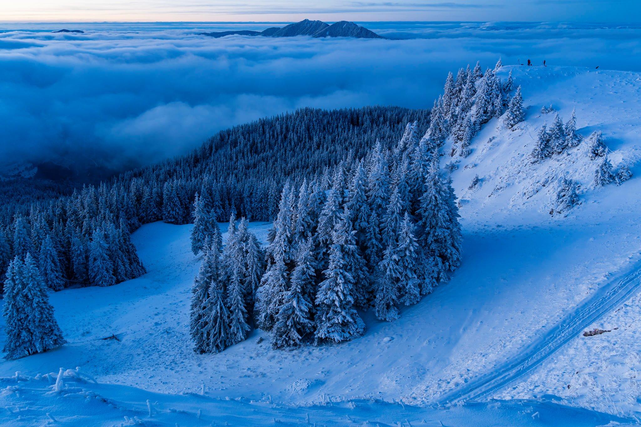 Valea Bistriței învăluită de nori - Andrei Pahomi