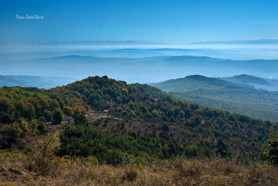 Vedere spre Munții Făgărașului și Munții Lotrului - Daniel Morar