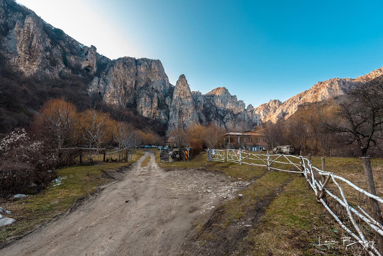 Zona-de-pensiuni-din-Cheile-Tureni---Levi-Bagy-Photography
